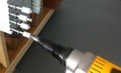Ajudante para fabricar e instalar protecao de fura...